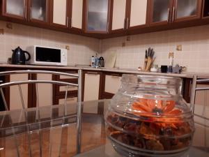 A kitchen or kitchenette at Apartamenty na Yamasheva