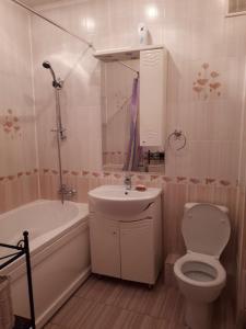 A bathroom at Apartamenty na Yamasheva