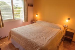 Una cama o camas en una habitación de Apart Los Girasoles