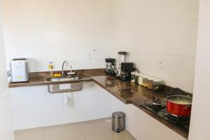 A kitchen or kitchenette at Apartamento na praia dos milionários