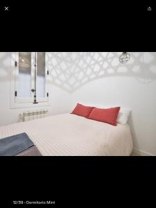 A bed or beds in a room at 132 Calle de Toledo