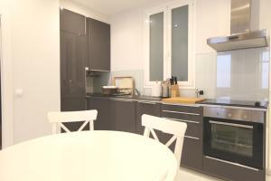 Küche/Küchenzeile in der Unterkunft Central apartment with private patio