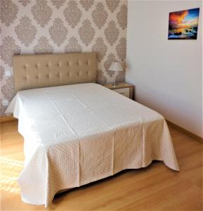 A bed or beds in a room at Apartamento Poncin