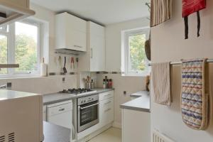 A kitchen or kitchenette at Poplar House Serviced Apartments