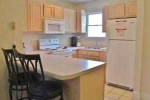 A kitchen or kitchenette at Barrier Dunes Hideaway