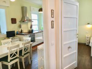 A kitchen or kitchenette at Bellagio Vintage Apartment