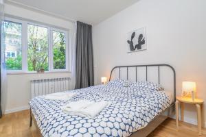 מיטה או מיטות בחדר ב-GORA | Two Bedroom Central Apartment | Zaimov Park