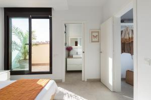 A bed or beds in a room at Bright Apartment in Gracia with Terrace