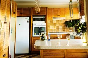 A kitchen or kitchenette at Coal d' Vine VIEW - Cessnock NSW