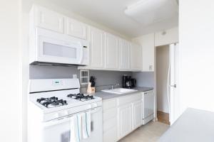 A kitchen or kitchenette at Sonder — JFK Historic Site