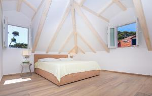 A bed or beds in a room at Apartments Aquarius