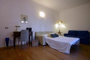 A bed or beds in a room at Easy Host Garden of San Pietro