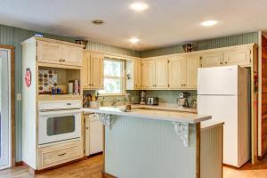 Kuchyňa alebo kuchynka v ubytovaní Azalea Breeze