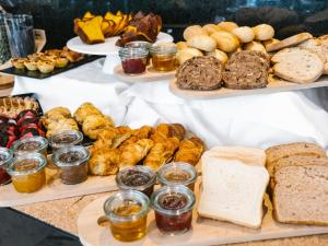 อาหารเช้าซึ่งให้บริการแก่ผู้เข้าพักที่ Topazio Mar Beach Hotel & Apartments