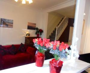 A seating area at Seaview Cottage