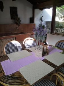 A restaurant or other place to eat at Apartmani Marinka Viskovic