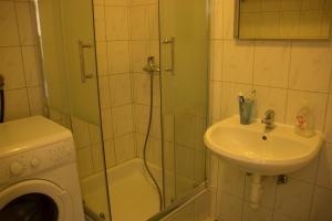 A bathroom at Apartment Josip