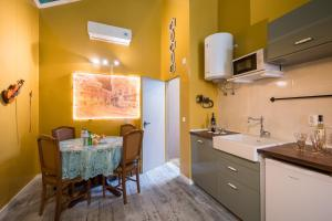 Una cocina o zona de cocina en Y.Baixa - Boutique Apartments