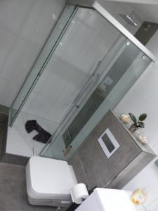 Koupelna v ubytování Schöne komplette Ferienwohnung in Wesel