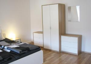 """A bed or beds in a room at Ferienwohnung """"Am Stadtpark"""""""