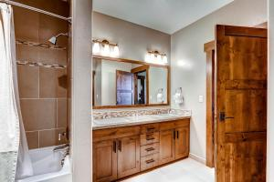 A bathroom at Trailhead Lodge by Steamboat Resorts