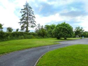Aed väljaspool majutusasutust 16 Lakeview Villas, Killarney