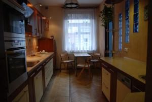 A kitchen or kitchenette at Excellent apartment with balcony