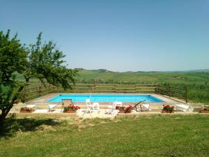 The swimming pool at or close to Villa I Sorbi