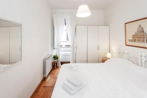 A bed or beds in a room at Magical apartment in Trastevere