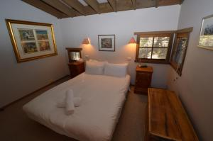 A bed or beds in a room at High Plains