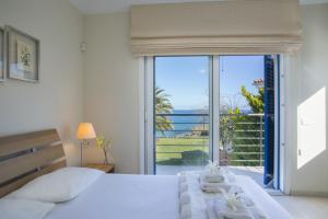 A bed or beds in a room at Sirina Bay Villa