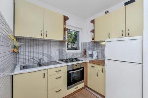 Kuchyň nebo kuchyňský kout v ubytování Apartment Lora
