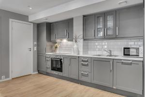 A kitchen or kitchenette at Forenom Serviced Apartments Oslo Opera
