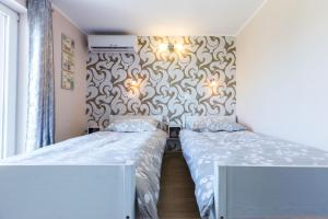 A bed or beds in a room at Apartments Jere