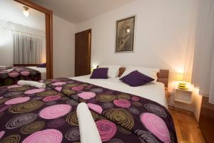 A bed or beds in a room at Old Town Square Apartment