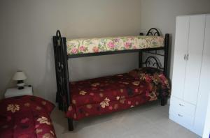 Una cama o camas cuchetas en una habitación  de Departamento Mendoza Ayacucho