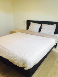 Een bed of bedden in een kamer bij Vakantiestudio Melroce