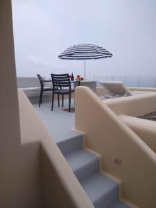En balkong eller terrass på Santa Rinoula Suites