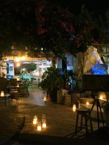 Um restaurante ou outro lugar para comer em Gorgona Studios