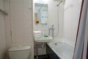 A bathroom at Lux-Apartments 2-y Spasonalivkovskiy