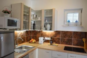Küche/Küchenzeile in der Unterkunft Apartmani Misic