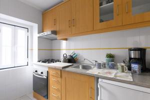 A kitchen or kitchenette at AlfamaKey