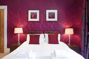 A bed or beds in a room at Harrogate Boutique Apartments