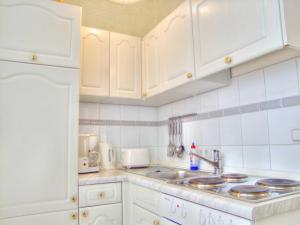 Küche/Küchenzeile in der Unterkunft Ferienwohnung 07 Agnes - 20m zum Strand
