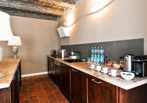 Cuisine ou kitchenette dans l'établissement Historical Apartment between Prague Castle and Charles Bridge