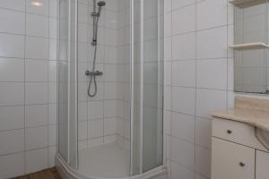 A bathroom at New Rijn Apartment