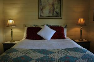 A bed or beds in a room at Cream Cottage
