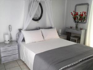 A bed or beds in a room at Kiklamino Studios & Apartments