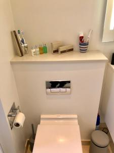 A bathroom at Nyhavn 31E