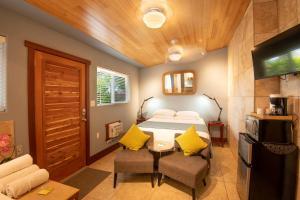 ティキ ムーン ヴィラズにあるベッド
